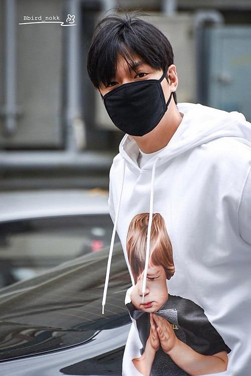 Lee Min Ho 30 tuổi trông như teen boy nhờ diện áo ADLV