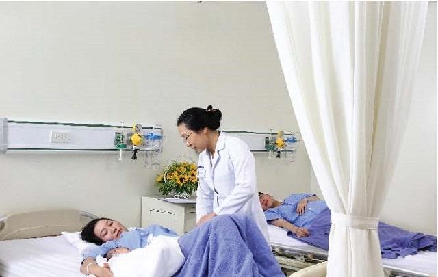 Cách chăm sóc mẹ sau sinh mổ