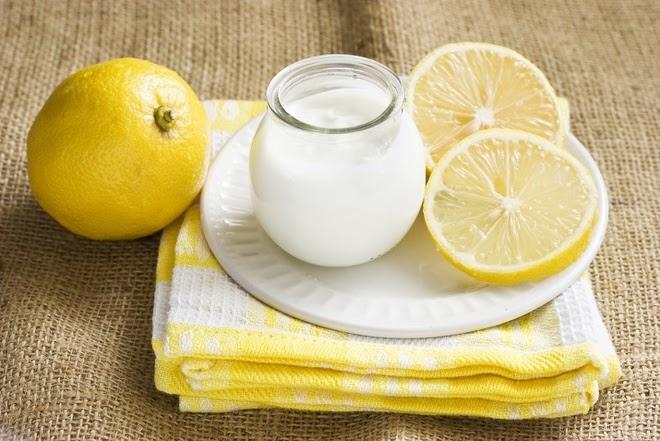 Chanh và sữa chua vừa giúp tẩy tế bào chết, vừa mang đến làn da tươi sáng.