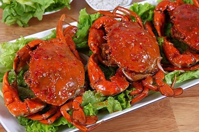 Tránh ăn hải sản như tôm, cua