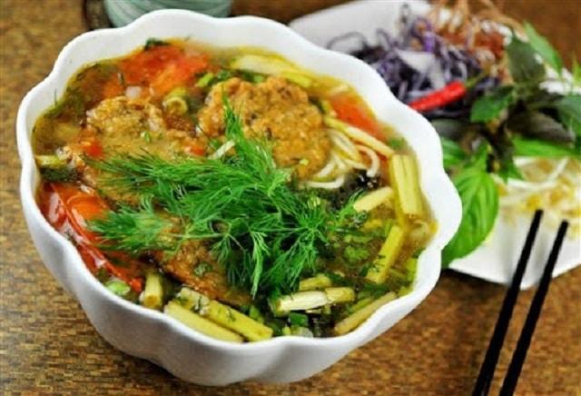 Thay đổi bữa ăn với bún cá rau cần