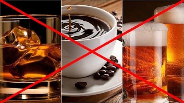 Cần tránh các đồ uống có cồn và chất kích thích khi giảm cân bằng keto