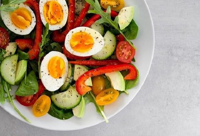 Không nên ăn quá 02 quả trứng gà mỗi ngày kẻo gây hại cho sức khỏe