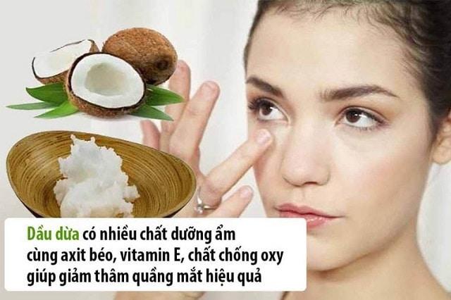 Dùng tinh dầu dừa để trị thâm quầng mắt