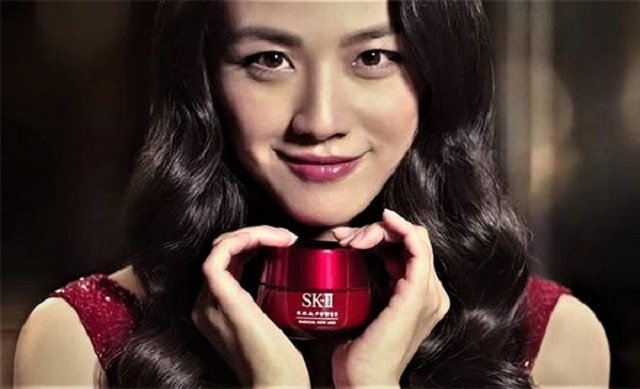 Sử dụng kem chống lão hóa SK-II đem đến làn da tươi trẻ, sáng mịn và căng bóng.