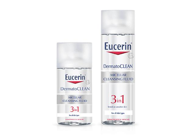 Eucerin DermatoClean Micellar Cleansing Fluid 3 in 1 có thể làm sạch cả lớp trang điểm chỉ với 1 chiếc bông tẩy trang