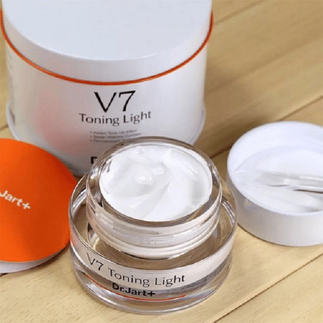 Review kem dưỡng da V7 toning light