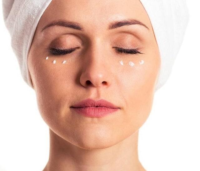 Lựa chọn kem dưỡng mắt phù hợp với làn da xung quanh mắt